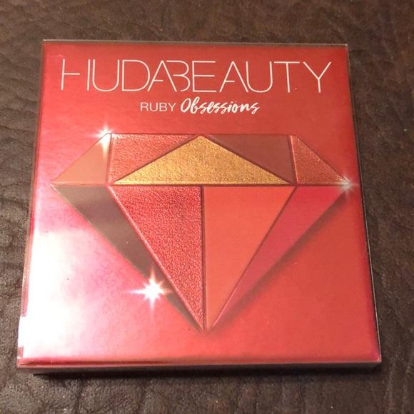 HUDA BEAUTY Obsessions Ruby Eyeshadow Palette NEW